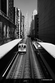 EL TRAIN CHICAGO DOWNTOWN CHICAGO ILLINOIS BLACK AND WHITE