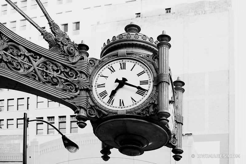 MARSHALL FIELDS MACY'S CLOCK STATE STREET CHICAGO BLACK AND WHITE