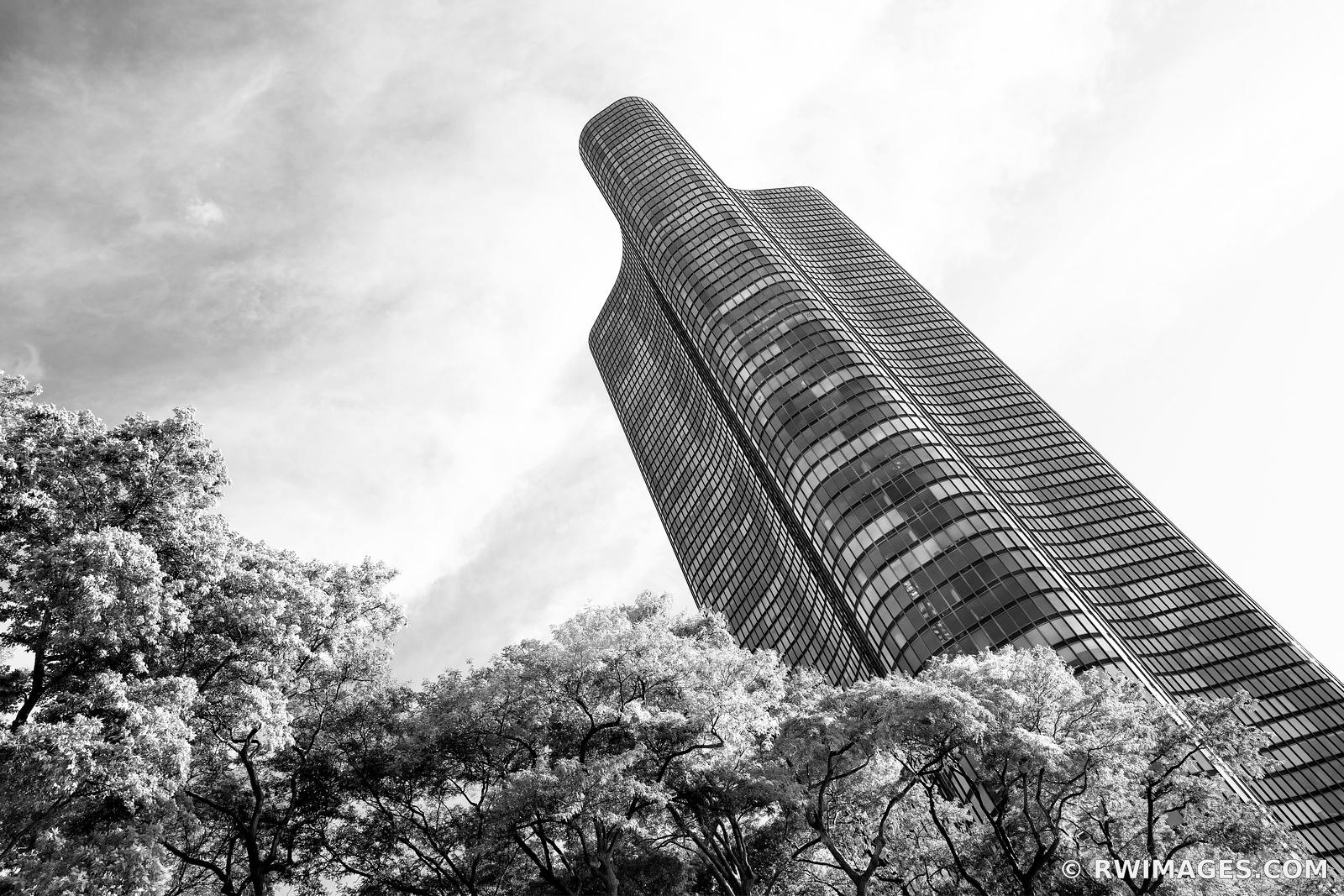 LAKE POINT TOWER CHICAGO ARCHITECTURE CHICAGO ILLINOIS BLACK AND WHITE