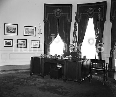 President Roosevelt Franklin in Executive office, in oval office ca. 12/31/1934