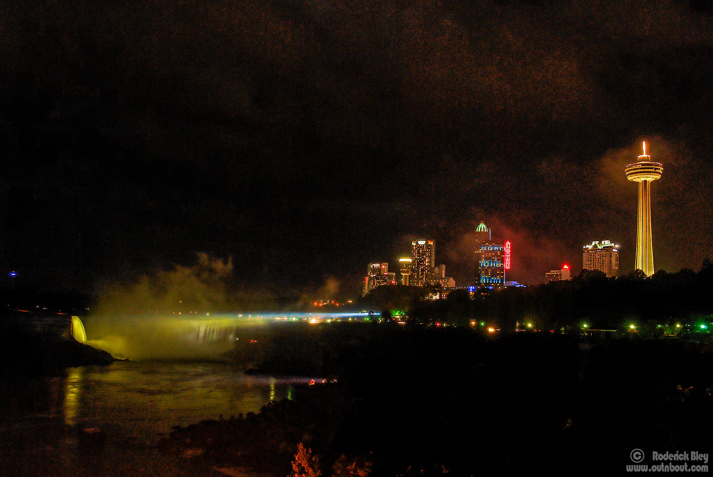 Horseshoe Falls  (night illumination)