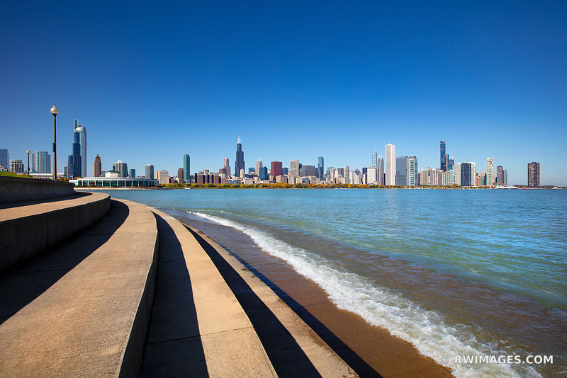 CHICAGO CITY SKYLINE LAKE MICHIGAN CHICAGO ILLINOIS