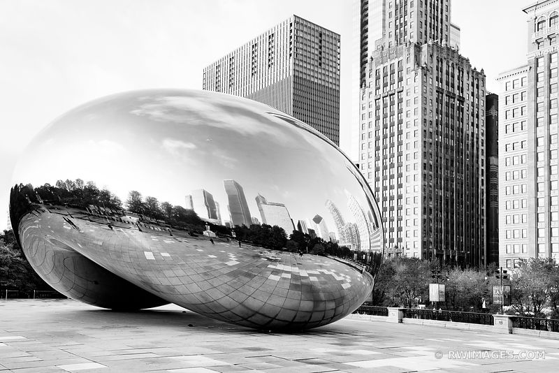CLOUD GATE THE BEAN MILLENIUM PARK CHICAGO ILLINOIS BLACK AND WHITE