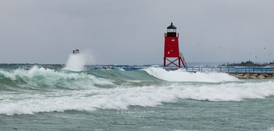 Charlevoix_waves_at_Lighthouse_crop_L1000904