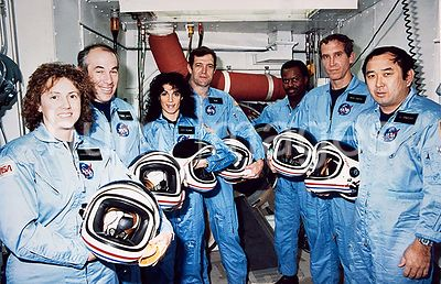 (9 Jan. 1986) --- NASA's STS-51L crew members pose for photographs during a break in countdown training at the White Room, L...