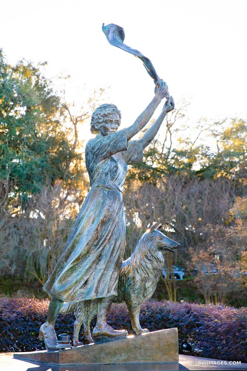 THE WAVING GIRL STATUE SAVANNAH GEORGIA