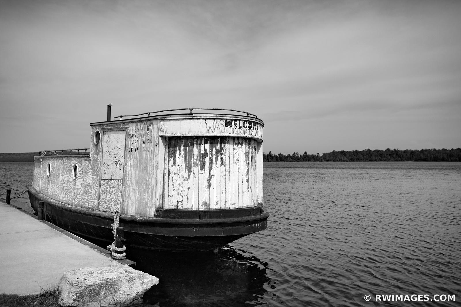 JACKSON HARBOR OLD FISHING BOAT WELCOME TO WASHINGTON ISLAND DOOR COUNTY WISCONSIN BLACK AND WHITE