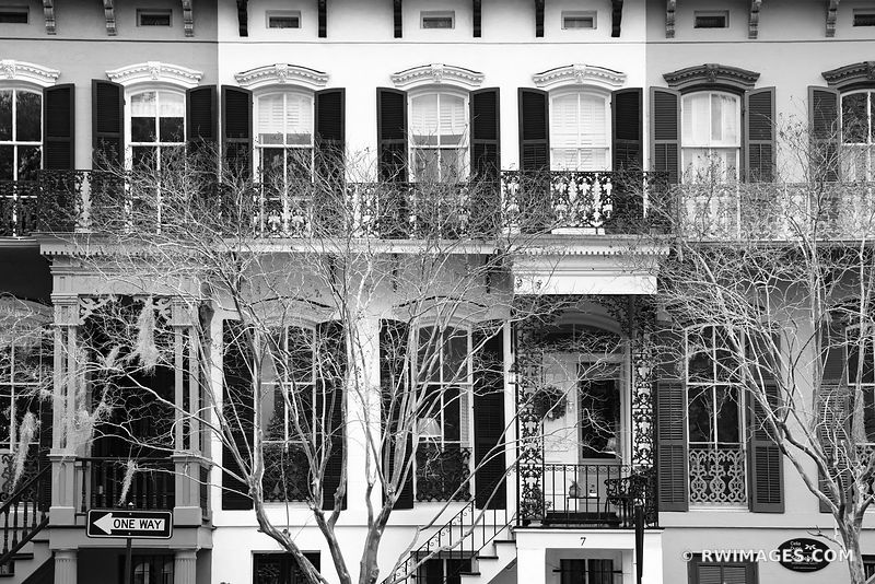 HISTORIC SAVANNAH ARCHITECTURE SAVANNAH GEORGIA BLACK AND WHITE