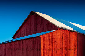 AMISH BARN IN WINTER