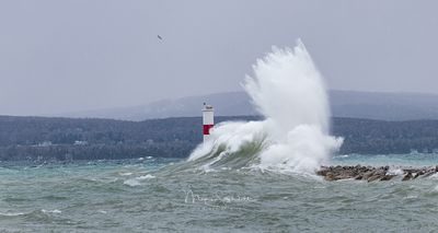 Petoskey_Waaves_at_Lighthouse_crop_L1000929