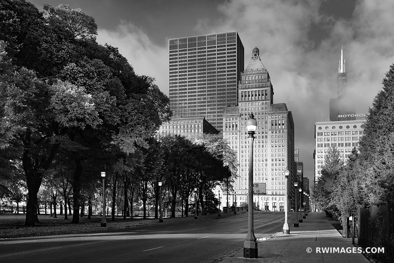 MONROE STREET CHICAGO ILLINOIS BLACK AND WHITE