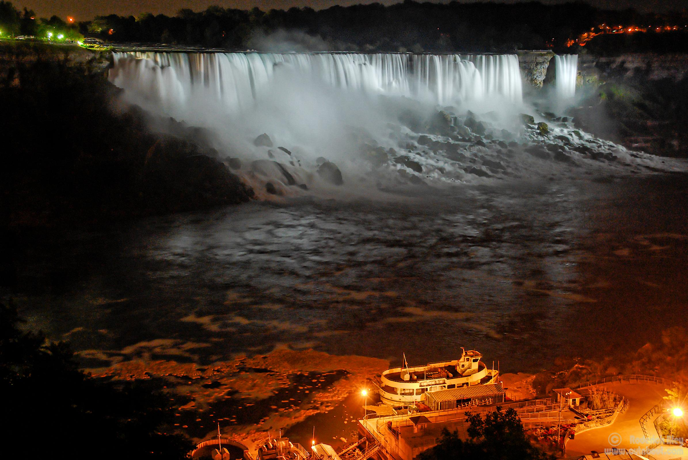 American Falls & Maid of the Mist (night illumination)