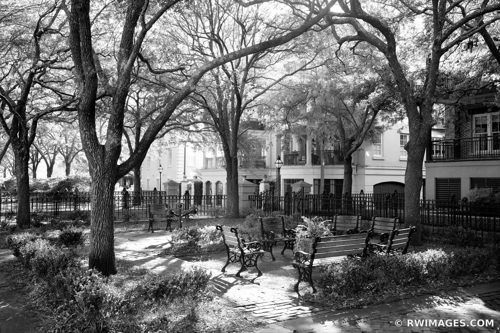WATERFRONT PARK CHARLESTON SOUTH CAROLINA BLACK AND WHITE