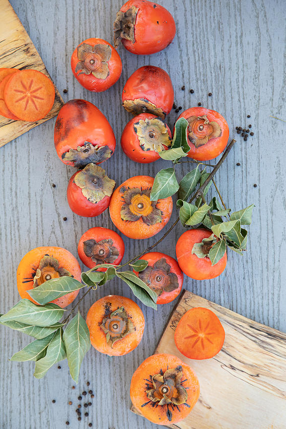 ACutting_persimmons_8413