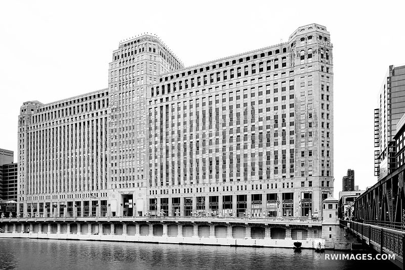 MERCHANDISE MART CHICAGO ILLINOIS BLACK AND WHITE