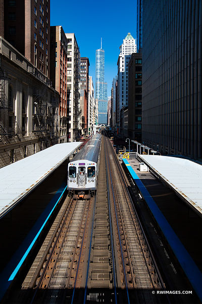 EL TRAIN CHICAGO DOWNTOWN CHICAGO ILLINOIS