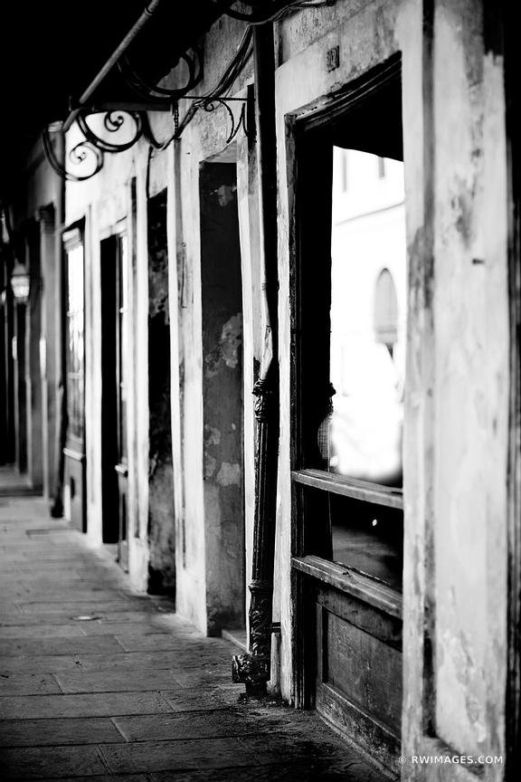 FRENCH QUARTER NEW ORLEANS LOUISIANA BLACK AND WHITE VERTICAL