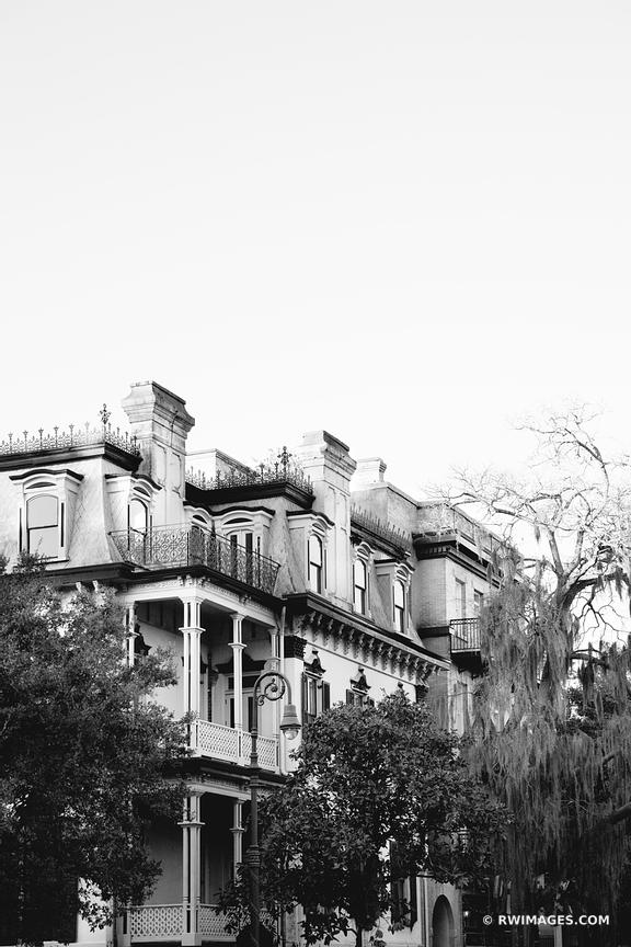 HISTORIC SAVANNAH GEORGIA ARCHITECTURE BLACK AND WHITE
