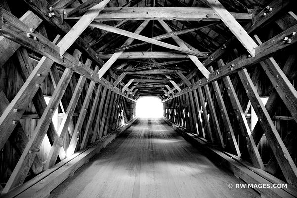 OLD COVERED BRIDGE VERMONT BLACK AND WHITE