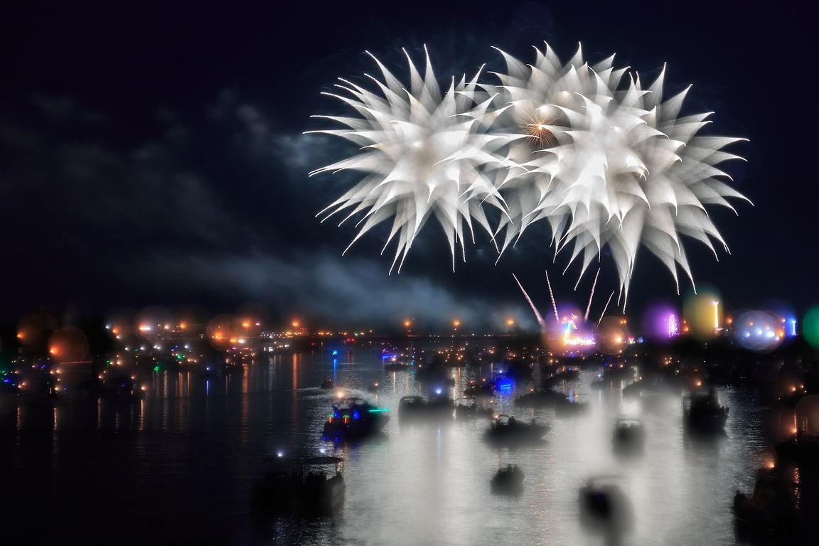 bay-city-fireworks-2017-spiked-flower_IMG_8853
