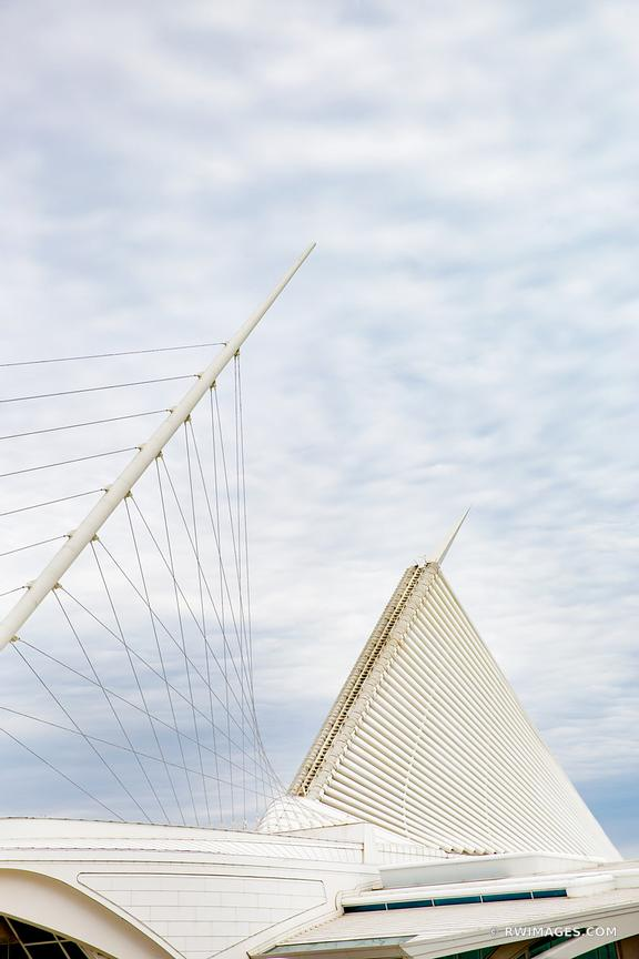 MILWAUKEE ART MUSEUM MODERN ARCHITECTURE MILWAUKEE WISCONSIN VERTICAL