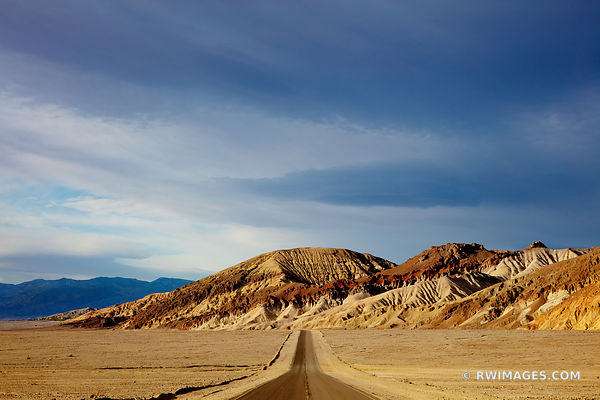 ROAD IN DEATH VALLEY CALIFORNIA