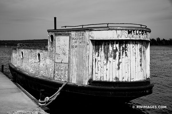 WLECOME TO WASHINGTON ISLAND OLD FISHING BOAT WASHINGTON ISLAND DOOR COUNTY WISCONSIN BLACK AND WHITE