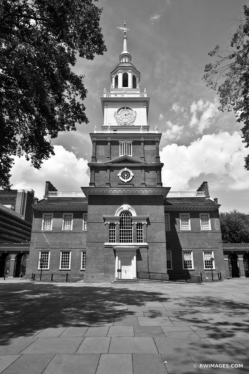 INDEPENDENCE HALL PHILADELPHIA PENNSYLVANIA LANDMARKS BLACK AND WHITE VERTICAL