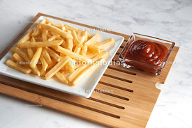 Chips in portion in a modern square dish