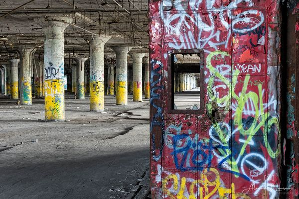 Fisher_Body_Graffiti_Door_Columns