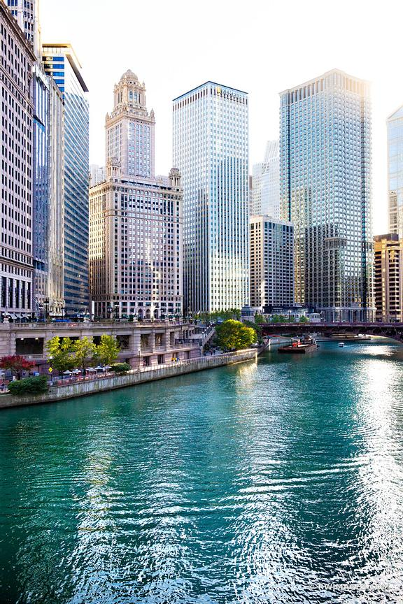 CHICAGO RIVER DOWNTOWN CHICAGO ILLINOIS COLOR VERTICAL