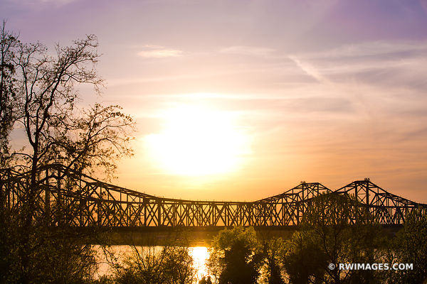 SUNSET BRIDGE OVER MISSISSIPPI RIVER NATCHEZ MISSISSIPPI