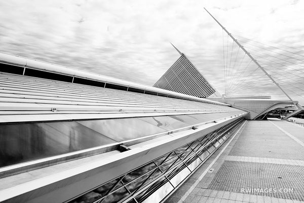 MILWAUKEE ART MUSEUM BUILDING MILWAUKEE WISCONSIN BLACK AND WHITE