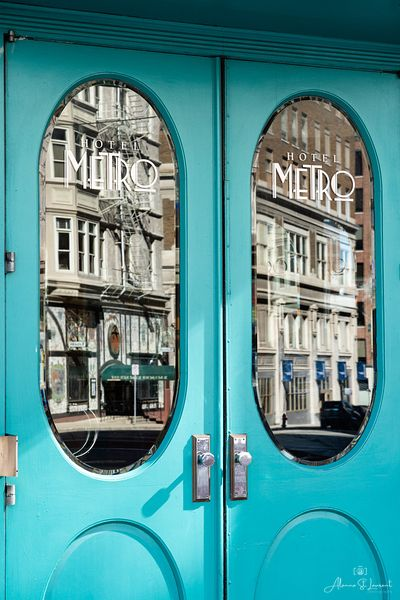 Milwaukee_Hotel_Metro_Door_Closeup