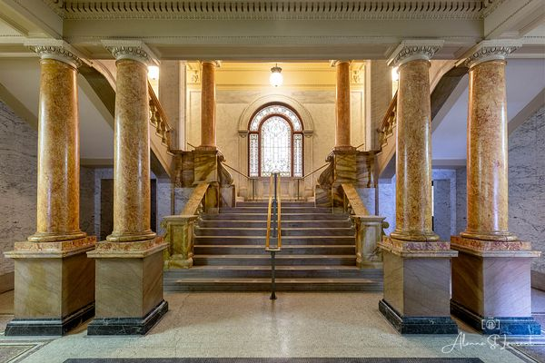 Wayne_County_Courthouse_Staircase_with_Columns