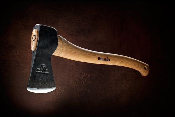 Hultafors Hunters Axe, montreal product photographer, commercial photography