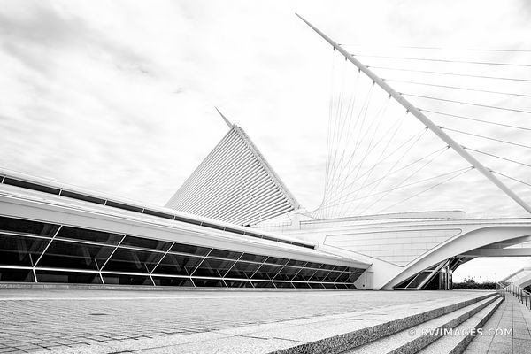 MILWAUKEE ART MUSEUM CONTEMPORARY ARCHITECTURE MILWAUKEE WISCONSIN BLACK AND WHITE