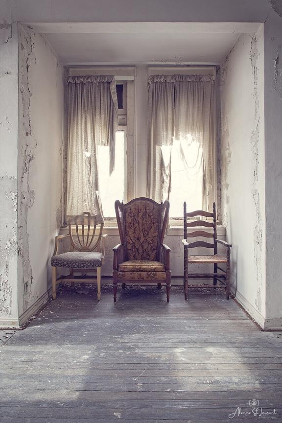 House_of_Wills_Three_Chairs