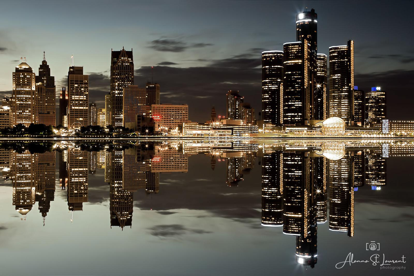 Detroit_Skyline_Mirror_Image