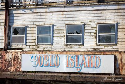 Boblo_Boat_Columbia_Sign