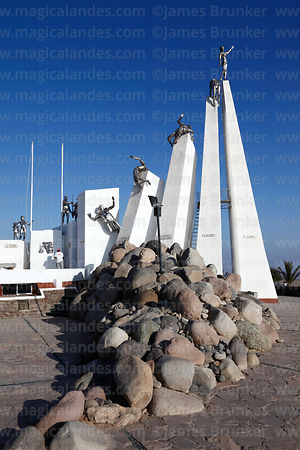 Monument at site of the Battle of Alto de la Alianza , near Tacna , Peru