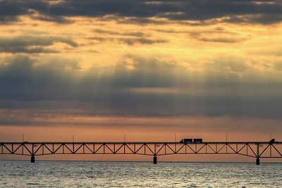 mackinac-bridge-truck-gods-rays-IMG_9141