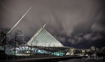 Milwaukee_Art_Museum_at_Night