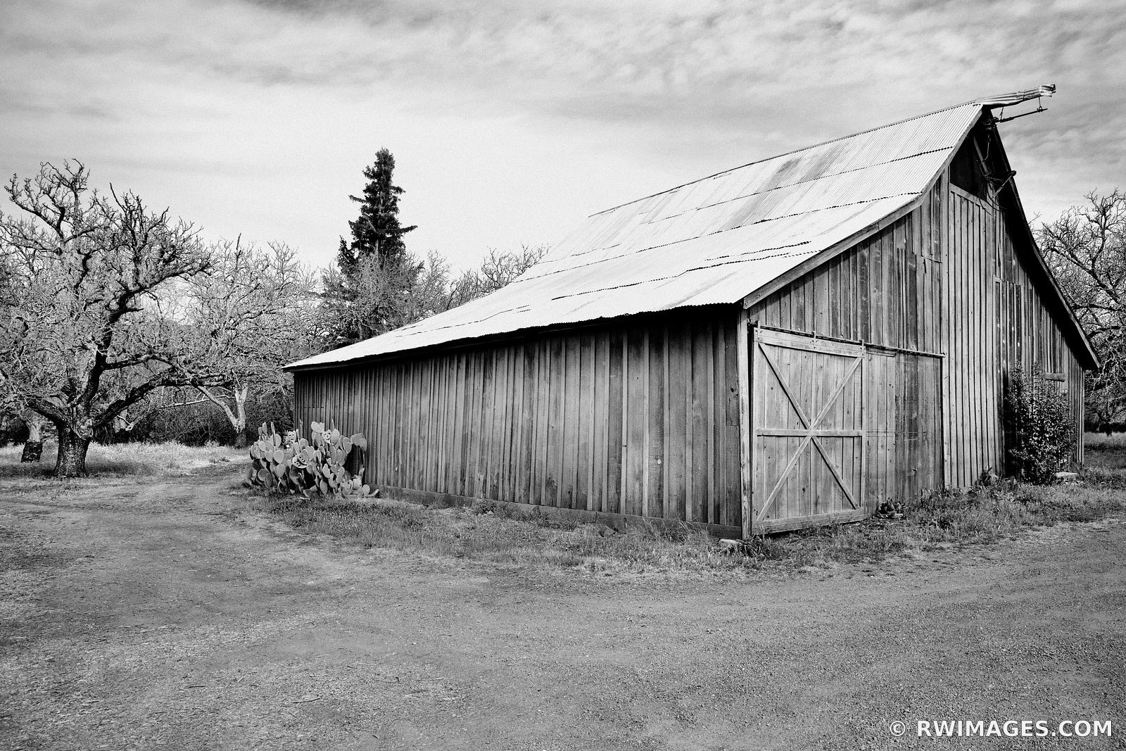 BARN NAPA VALLEY CALIFORNIA BLACK AND WHITE