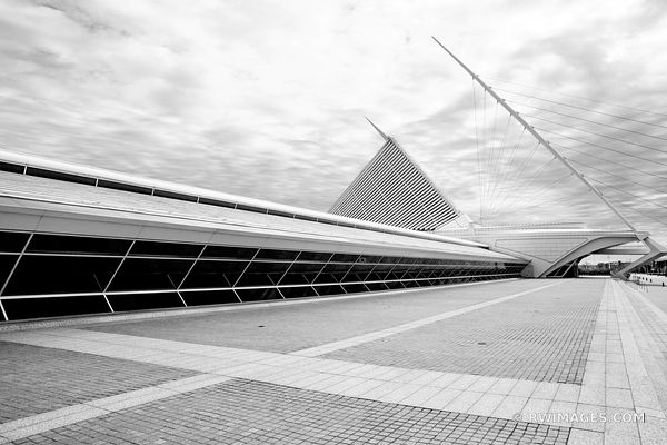 MILWAUKEE ART MUSEUM BUILDING MILWAUKEE WISCONSIN BLACK AND WHITE MODERN ARCHITECTURE