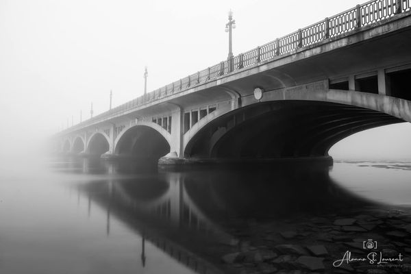 MacArthur_Bridge_in_Fog