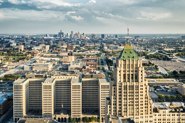 Fisher_Building_Downtown_Detroit_View