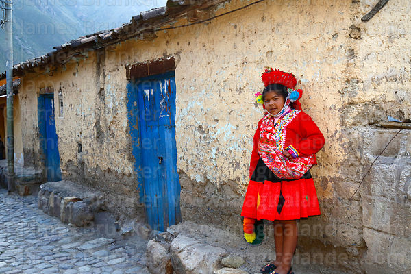 Quechua girl from Patacancha Valley wearing traditional dress, Ollantaytambo, Sacred Valley, Peru