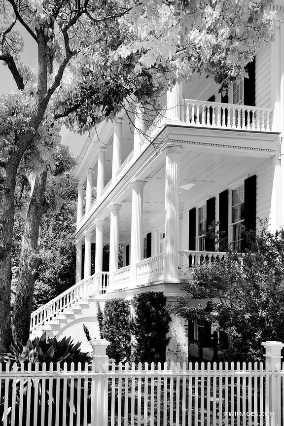 BEAUFORT SOUTH CAROLINA ARCHITECTURE BLACK AND WHITE VERTICAL