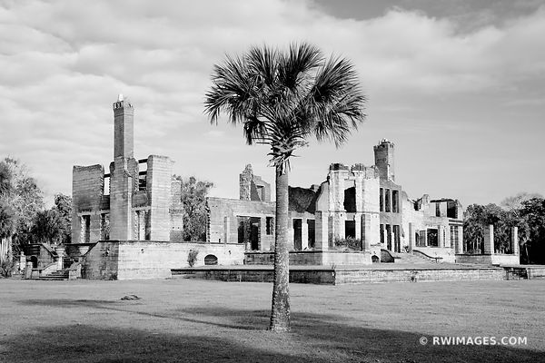 DUNGENESS MANSION RUINS CUMBERLAND ISLAND GEORGIA BLACK AND WHITE
